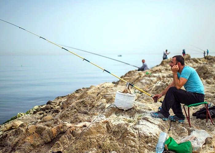 صيد الأسماك في سوريا… مردود لا يسد الرمق والصيادون طبقات بحسب الدعم!