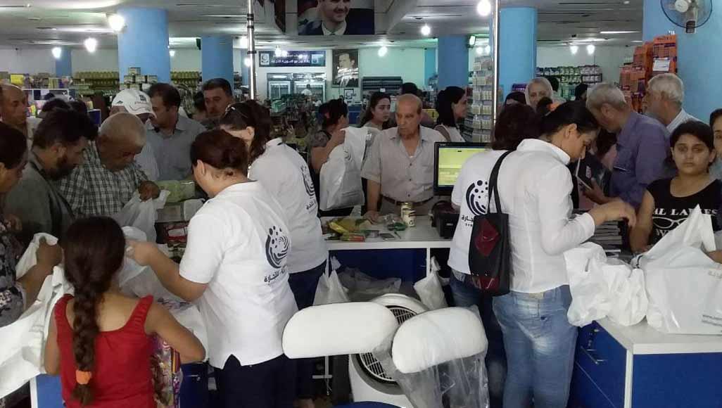 مسؤول حكومي: ازدحام المواطنين للحصول على الغذاء طبيعي!