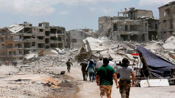"""استثمار ركام منازل الفقراء جنوب دمشق: هل تعاقب الحكومة السورية نازحي """"الحجر الأسود""""؟"""
