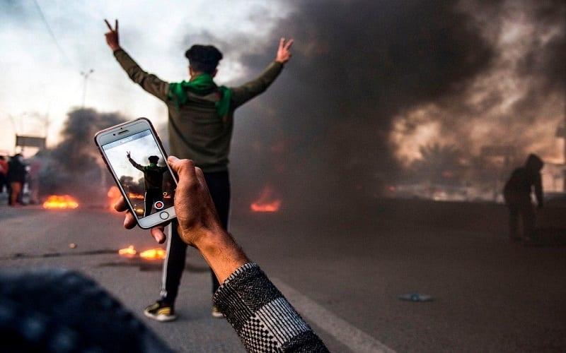الحَربُ من أجل مُستقبل سوريا والعِراق ستُخاضُ على الهواتف الذّكيّة