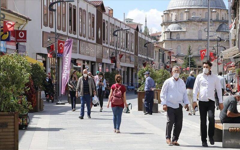 ولاية تركية تمنع التدخين في الشوارع بسبب فيروس كورونا