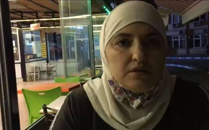 """فيديو- أتراك يعتدون على لاجئات سوريّات في """"غازي عنتاب"""" بتركيا والشرطة تتركهم يهربون!"""