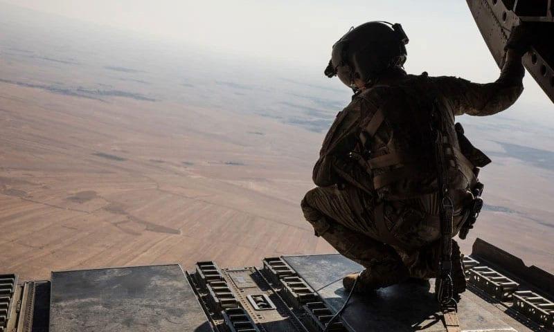 """دير الزور.. اعتقال خلية لـ """"داعش"""" بإنزال جوي جديد للتحالف"""