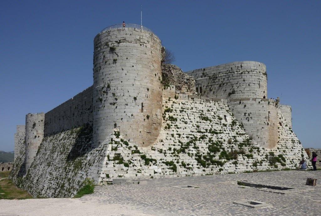 """بعد عُزلتها لسنوات.. قلعةُ """"الحصن"""" تحاول استعادة مَجدها السابق"""