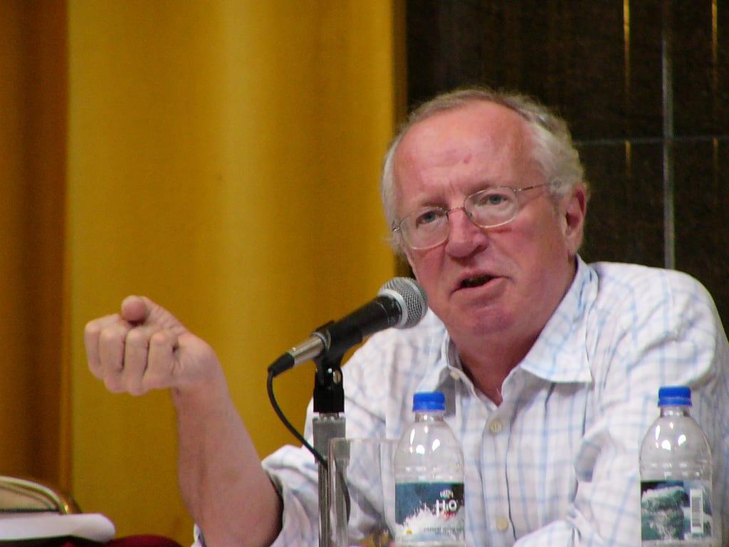 وفاة روبرت فيسك الصحفي الذي دخل إلى حلب وداريا !