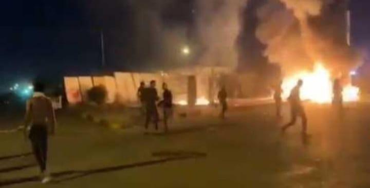 ليلَةٌ مُلتهبَة بالجنوب العراقي: قمعٌ لاعتصامات البصرة، والناصرية وواسط ترفضان إنهاء التظاهرات