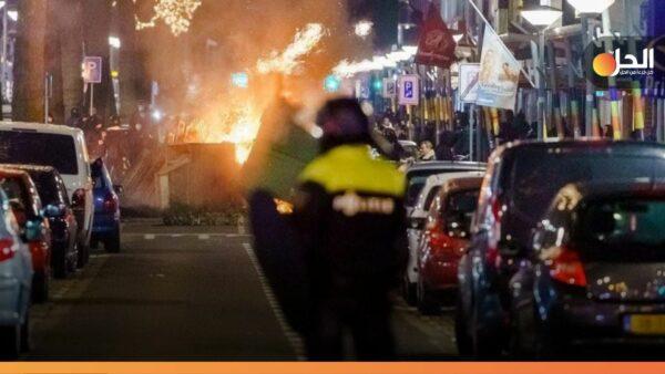 """«الأعنف منذ 40 سنَة».. الاحتجاجات تتَصاعَد والنيران تشتعل بهولَندا، والسبَب """"كورونا"""""""